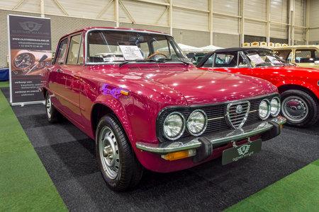 MAASTRICHT, Paesi Bassi - 15 gennaio 2016: Compact auto esecutivo Alfa Romeo Giulia Nuova Super 1300, 1975. International Exhibition & InterClassics TopMobiel 2016