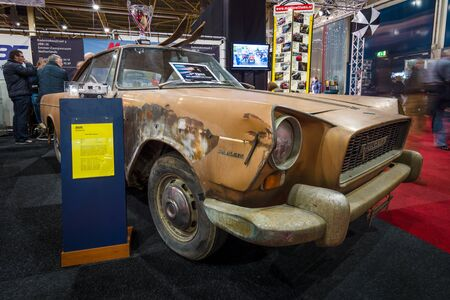 coupe: MAASTRICHT, NETHERLANDS - JANUARY 15, 2016: Rusty vintage car Fiat 2100 En Plein Vignale Coupe, 1960. International Exhibition InterClassics & Topmobiel 2016 Editorial