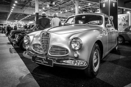 alfa: MAASTRICHT, NETHERLANDS - JANUARY 15, 2016: Executive car Alfa Romeo 1900 Berlina, 1954. Black and white. International Exhibition InterClassics & Topmobiel 2016 Editorial