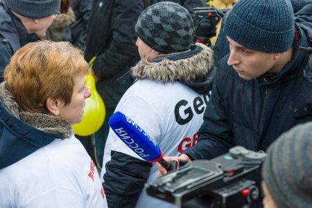 abuso sexual: BERLIN - el 23 de DE ENERO DE, 2016: di�spora rusa en Berl�n protestar contra los migrantes y refugiados debido al abuso sexual de mujeres y ni�os.
