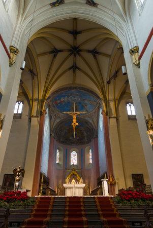MAASTRICHT, PAYS-BAS - 16 janvier 2016: L'intérieur de la basilique de Saint-Servais. La basilique de Saint-Servais est une ancienne église catholique romaine aux Pays-Bas.
