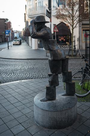 frans: MAASTRICHT, NETHERLANDS - JANUARY 17, 2016: Sculpture De Wiekeneer by Frans Carlier nearly Hotel Beaumont. Maastricht is the oldest city of the Netherlands and the capital city of the province of Limburg.