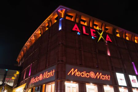 publicidad exterior: BERLIN - MARCH 05, 2016: Shopping center Alexa on Alexanderplatz in the evening illumination. Alexa is the second largest (56.200 square meters) shopping center in Berlin.