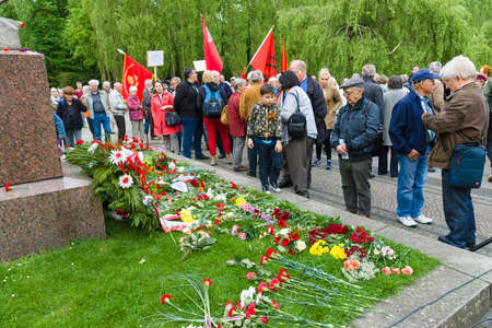 commemoration: BERLIN - MAY 08, 2015: Victory in Europe Day. Treptower Park. Laying flowers at the monument to Motherland. Editorial