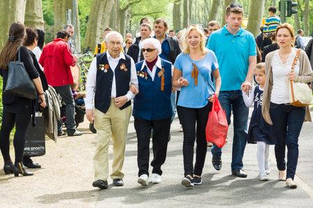treptow: BERLIN - MAY 09, 2015: Victory Day. Soviet war veterans in Treptow Park. Editorial