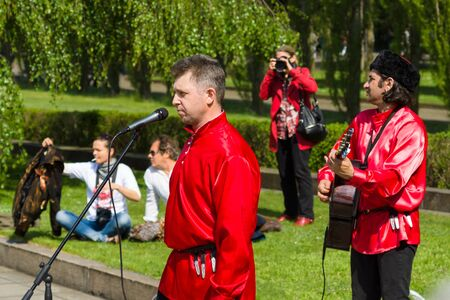 treptow: BERLIN - MAY 09, 2015: Victory Day. Performances on the Alley in Treptow Park. Editorial