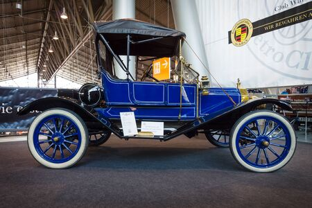 lizzie: STUTTGART, GERMANY - MARCH 17, 2016: Vintage car Ford Model T, 1910. Europes greatest classic car exhibition RETRO CLASSICS