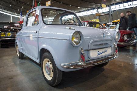 """vespa piaggio: Stoccarda, Germania - 18 marzo 2016: Microcar Vespa 400, prodotta da ACMA, 1961. più grande esposizione di auto d'epoca """"RETRO CLASSICS"""" in Europa"""