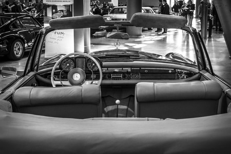 se: STUTTGART, GERMANY - MARCH 18, 2016: Cabin of Mercedes-Benz 220 SE (W128), cabriolet, 1962. Black and white. Europes greatest classic car exhibition RETRO CLASSICS Editorial