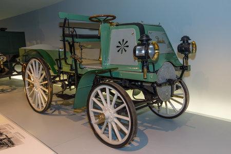 daimler: STUTTGART, GERMANY- MARCH 19, 2016: Vintage car Daimler Motor-Geschaeftswagen (Daimler motorized business vehile), 1899. Mercedes-Benz Museum.