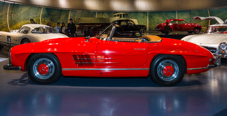 roadster: STUTTGART, GERMANY- MARCH 19, 2016: Sports car Mercedes-Benz 300 SL roadster, 1962. Mercedes-Benz Museum.