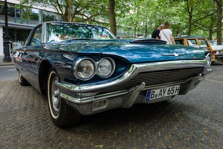 thunderbird: BERLIN - JUNE 05, 2016: Personal luxury car Ford Thunderbird (fourth generation), 1965. Classic Days Berlin 2016.
