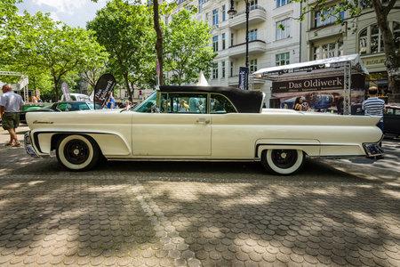 mk: BERLIN - JUNE 05, 2016: Full-size luxury car Lincoln Continental Mk III. Classic Days Berlin 2016.