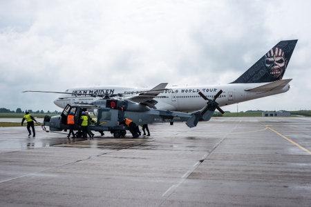 "747 400: Berlino, Germania - 1 GIUGNO 2016: Un elicottero AgustaWestland AW159. Black Cats (Royal Navy Display Team) in primo piano e degli Iron Maiden Boeing 747 ""Ed Force One"" in background. Esposizione ILA Berlin Air Show 2016"
