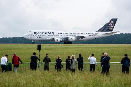 """747 400: Berlino, Germania - 1 GIUGNO 2016: di Iron Maiden Boeing 747 """"Ed Force One"""". Il tour mondiale """"The Book of Souls"""". Esposizione ILA Berlin Air Show 2016 Editoriali"""
