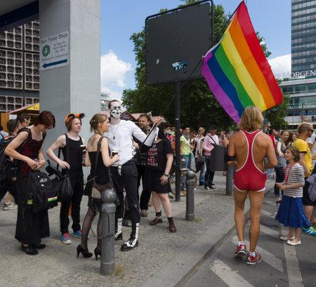 transexual: BERLÍN, ALEMANIA - 22 de junio, 2013: Christopher Street Day. La celebración LGBT europea anual y demostración celebrada en Berlín por los derechos de las personas LGBT, y contra la discriminación y la exclusión.