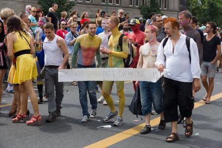 transexual: BERLÍN, ALEMANIA - 22 de junio, 2013: Christopher Street Day. La celebración anual europea LGBT y la demostración por los derechos de las personas LGBT, y contra la discriminación y la exclusión.