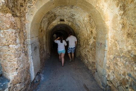 suspenso: People go through a narrow tunnel. Foto de archivo