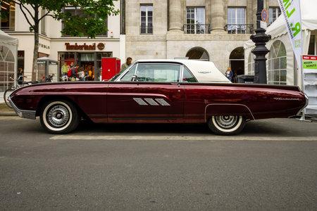 thunderbird: BERLIN - JUNE 17, 2017: Personal luxury car Ford Thunderbird (third generation), 1963. Classic Days Berlin 2017.