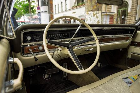BERLIJN - JUNI 17, 2017: Cabine van een auto Buick Electra 225 van de ware grootteluxe beperkt, 1967. Klassieke Dagen Berlijn 2017.