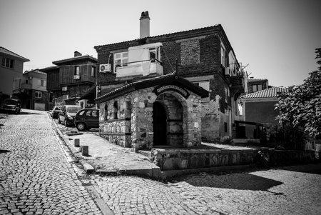 ソゾポル, ブルガリア - 2017 年 8 月 24 日: 聖コンスタンティヌス大帝の礼拝堂の黒海のブルガリアの黒海沿岸の古代海辺町のコンスタンチノープルの 報道画像
