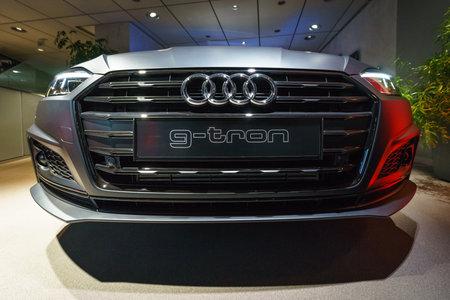 BERLIJN - 21 DECEMBER 2017: Showroom. Compacte executive auto Audi A5 Sportback g-tron. Sinds 2017.