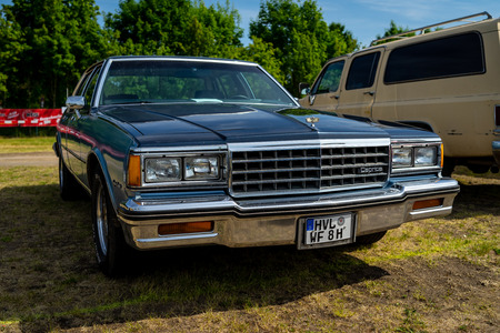 PAAREN IM GLIEN, GERMANY - MAY 19, 2018: Full-size car Chevrolet Caprice Classic, 1982. Die Oldtimer Show 2018. 報道画像