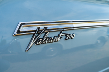 PAAREN IM GLIEN, GERMANY - MAY 19, 2018: Emblem of a compact car Plymouth Valiant 200, 1966. Die Oldtimer Show 2018. Publikacyjne