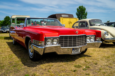 PAAREN IM GLIEN, GERMANY - MAY 19, 2018: Full-size luxury car Cadillac de Ville convertible (third generation), 1970. Die Oldtimer Show 2018. Editorial