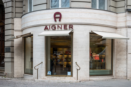 BERLIN - JUNE 05, 2016: Aigner boutique. Aigner - fashion house,  produce luxury goods including handbags, shoes, womens ready-to-wear, wallets, and leather accessories. Redactioneel