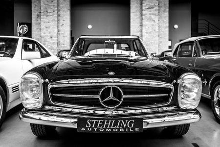 BERLIN - MAY 11, 2019: Sports cars Mercedes-Benz 280SL. Black and white. 32th Berlin-Brandenburg Oldtimer Day. Redakční
