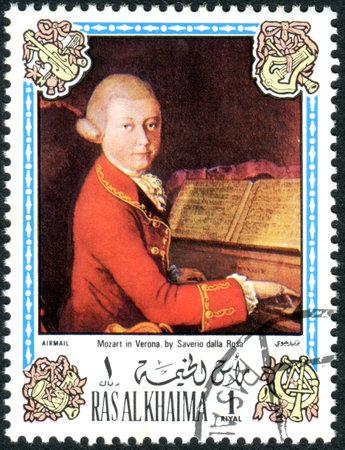 RAS AL KHAIMAH - CIRCA 1972: A stamp printed in Ras al Khaimah (UAE), depicts the portrait of Wolfgang Amadeus Mozart in Verona, by Saverio della Rosa (1745-1821), circa 1972 Éditoriale