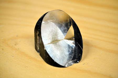 prisma: primer plano de cristal de cuarzo pulido y transparente prisma