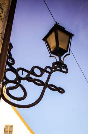straat licht hangen op gevels in Bergen, Noorwegen Stockfoto