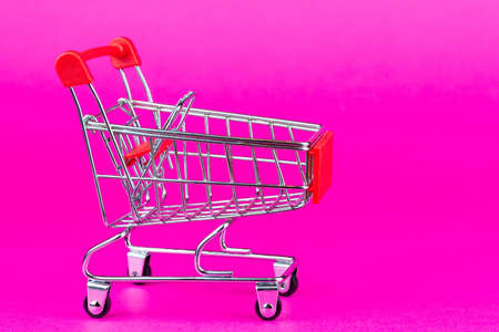 Grocery Supermarket Realistic Trolley Cart, Empty Shopping Cart for Buyer, Consumerism Concept, Concept Fewer Shopping Cause Consumer Behavior Online Shopping Effect 免版税图像