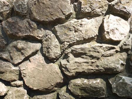 overbuilding: Muro di pietra