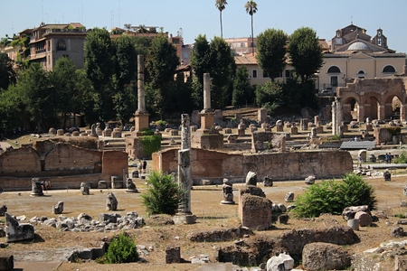 excavations: Roman archaeological excavations. Old buildings in Rome.