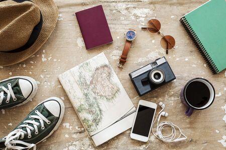 Bovenaanzicht van Traveler's accessoires, Essentiële vakantieartikelen, Travel concept background Stockfoto