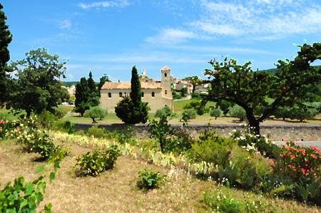 プロヴァンス、修道院のある風景