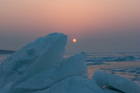 The sunset light over the ice blocks