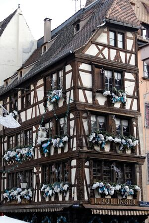 fachwerk: Haus mit Weihnachtsdeko Editorial