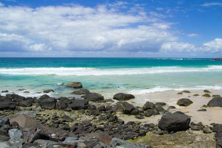 coolangatta: Unaltra spiaggia di coolangatta con onde piu alte