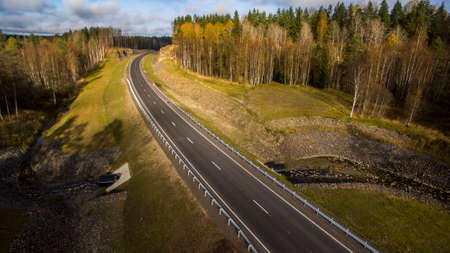 Aerial landscape view of empty rural road in beautiful autumn forest Zdjęcie Seryjne - 122949110