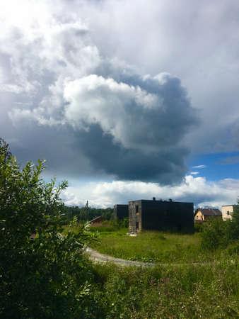 Cielo tormentoso con nubes antes de la lluvia con