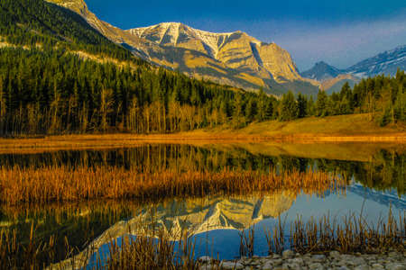 Middle Lake, Bow Valley Provincial Park, Alberta, Canada
