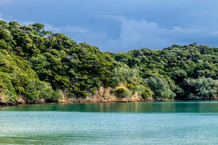 beaches, forests and plenty of open ocean await tourists to Onewero Bay in the Bay of Island, New Zeland Archivio Fotografico - 122142580