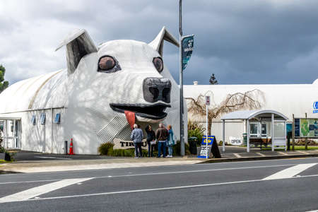 Dog shaped cafe building is a hit with the tourists, Tuiriu, New Zealand