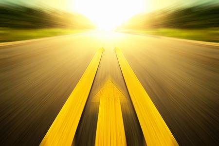 黄色の塗装ラインの道路 写真素材