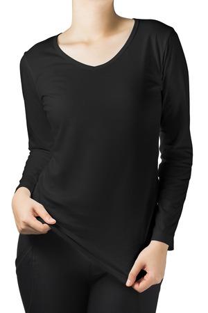 흰색 배경에 고립 된 검은 긴 소매 티셔츠에 여자 몸.