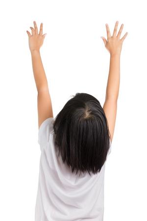 짧은 머리 소녀 그녀의 손에 도달, 흰색 격리 됨.
